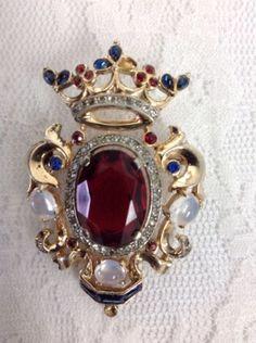Vintage-1945-Sterling-TRIFARI-Shield-Crown-Ruby-Sapphire-Cabochon-Brooch-Pin