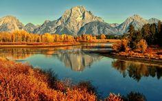 Mountain lake in Autumn wallpaper