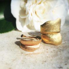 The small & large leaf rings by Ole Lynggaard Copenhagen. Cast in 18k, the texture is hand engraved. #18k #leaf #leafring #olelynggardcopenhagen #charlottelynggaard #jewellery #finejewelry #lovegold #futureheirlooms #augustla