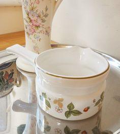 Wedgwood Wild Strawberry Gravy Boat Sauce Jug Handled Vintage Oven to Tableware