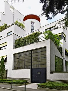 Paris studio build in 1927 by Robert Mallet-Stevens for sculptors Joël & Jan Martel. Magazine Architecture, Bauhaus Architecture, Art And Architecture, Archi Design, Bauhaus Design, Architect Design, Casa Art Deco, Art Deco Home, Mallet Stevens