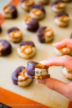 Cookie Dough Pretzel Bites. Addicting & so easy! Recipe found on sallysbakingaddiction.com