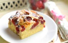 Klasszikus meggyes piskóta recept Hungarian Recipes, Hungarian Food, Sweet Cookies, Sweet Tooth, French Toast, Cheesecake, Muffin, Good Food, Paleo