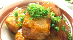 You can easily learn Japanese cuisine! Look at our recipe Video of【Tofu Steak with Rich Sweaty Sauce】 Tofu Steak, Food Videos, Baked Potato, Ethnic Recipes, Egg, Drink, Cooking Recipes, Eggs, Beverage