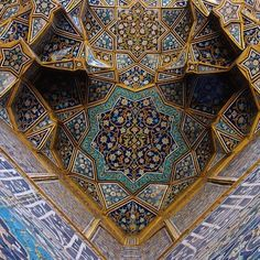 This ceiling features unique shapes and many color groupings with one cohesive color story.  Iran  Информация на нашем сайте   https://storelatina.com/iran/travelling #ईरान #इराण #ايران #ikrende