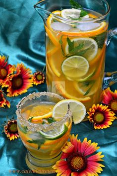 CAIETUL CU RETETE: Limonada de citrice Happy Drink, Lemon Detox, Fruit Infused Water, Romanian Food, No Cook Desserts, Raw Vegan Recipes, Health Snacks, Summer Treats, Drinking Tea