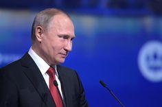"""Rusya Devlet Başkanı Vladimir Putin NATO'nun yalnızca ABD vatandaşlarının bulunduğu bir ABD dış politika aracı olduğunu belirtti. Putin, Yönetmen Oliver Stone ile yaptığı röportajda, """"Bugün ABD'nin dış politika aracında müttefikler yok, yalnızca köleler var."""" ifadelerini kullandı."""