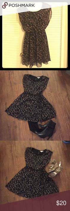 Adorable baby doll style dress 👗😍 Lush baby doll dress with bow pattern! Perfect with tights and boots for fall or throw on a pair of sandals and your amazing legs for summer/spring!! Lush Dresses Mini