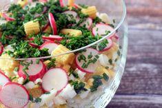 I takie sałatki to ja lubię!:) Nawet bardzo. Jest w niej wszystko co uwielbiam. Mamy więc warstwę ryżu, chrupiącą kukurydzę, równie smaczny, lekko ostry por, jajka, pyszną rzodkiewkę, mini kolby kukurydzy oraz aromatyczny szczypiorek. Do przygotowania sałatki użyjmy dobrej jakości ketchupu, bo i sa Ketchup, Potato Salad, Potatoes, Ethnic Recipes, Food, Meal, Potato, Essen, Hoods