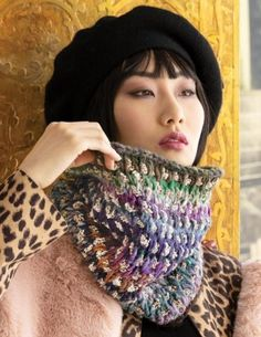 Noro Magazine Issue 17 Fall Winter 2020 - 18 Two-Color Cowl Winter Accessories, Crochet Accessories, Cable Cowl, Knitting Patterns, Crochet Patterns, Knitted Hats, Crochet Hats, Lace Wrap, Knitting Magazine