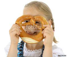 """Laden Sie das lizenzfreie Foto """"Kind schaut durch Laugen-Brezel"""" von Dan Race zum günstigen Preis auf Fotolia.com herunter. Stöbern Sie in unserer Bilddatenbank und finden Sie schnell das perfekte Stockfoto für Ihr Marketing-Projekt!"""