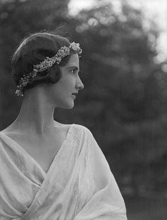 Arnold Genthe- Portrait of the dancer Anna Duncan, 1910′s