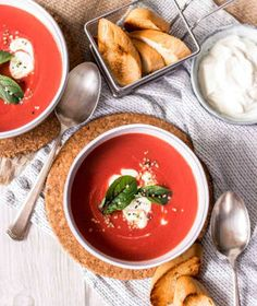Krémové polévky jsou velmi oblíbené. Jejich hladivá struktura je zvláště v zimě vyloženě příjemná.