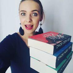 A Ty? W ile to przeczytasz?  @wydawnictwo_uroboros #uroboros #ksiazki #ksiazka #książki #książka #book #books #bookoholic #bookaholic #bookstagram #czytam #czytambolubie #sarahjmaas #kakaludek #polska #poznań #poznan #poland #polishgirl #brunette