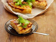 Ruokaisa caesarpiirakka on helppo ja nopea valmistaa. Tarjoile raikkaan salaatin kera. Baked Potato, Quiche, French Toast, Potatoes, Baking, Breakfast, Ethnic Recipes, Foods, Party