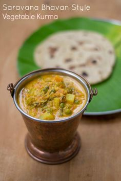 Recipe for Hotel Saravana Bhavan style Parotta Kurma. How to make South Indian Chennai Vegetable kuruma / Chapati guruma. Veg Curry, Vegetable Curry, Aloo Curry, Curry Recipes, Vegetable Recipes, Veggie Food, Chicken Recipes, Chapati, Tomato Rasam