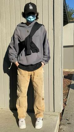 Street Style Outfits Men, Stylish Mens Outfits, Mode Outfits, Retro Outfits, Casual Outfits, Cream Trousers Outfit, Hommes Grunge, Vetement Fashion, Herren Outfit
