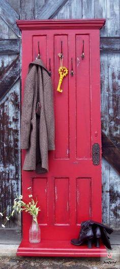 Knager på dør// Old door turned into coat hanger/hall tree - DIY at Funcycled Decor, Hall Tree, Diy Coat Rack, Old Door Decor, Furniture Projects, Diy Furniture, Diy Door, Doors, Door Decorations