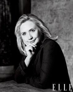 """Hillary: """"Las mujeres son la mayor reserva sin explotar de talento en el mundo"""", dice ella.  """"Ya es hora de que las mujeres ocupen el lugar que les corresponde, al lado de los hombres, en las habitaciones donde los destinos de los pueblos, donde se deciden de sus hijos y los destinos de los nietos,"""".:"""