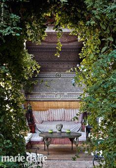 Marrakesh: Riad Madani. Un giardino tropicale nella città vecchia protetto dalle spesse mura di un riad.