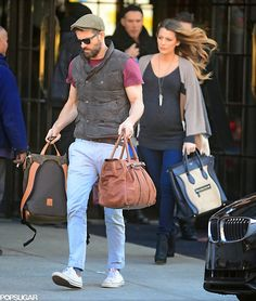 Pregnant Blake Lively and Ryan Reynolds looked as chic as ever in NYC on Thursday when they were spotted leaving their hotel. The actor was seen helping Blake Ryan Reynolds Style, Blake Lively Ryan Reynolds, Blake Lively Family, Blake Lively Style, Serena Van Der Woodsen, Celebrity Couples, Celebrity Style, Celebrity Pictures, Blake And Ryan