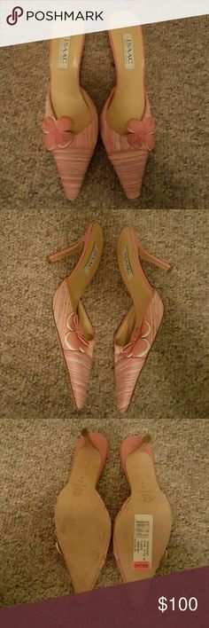 """Isaac Mizrahi Mules 4"""" heel Textile upper with leather trim Excellent condition , worn on carpet a few times Isaac Mizrahi Shoes Mules & Clogs"""