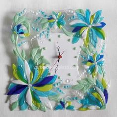 FG & LW processes - creases, bends, vines, etc. A glass handmade wall clock of fused glass in fusing technique. Fused Glass Bowl, Fused Glass Jewelry, Mosaic Glass, Mosaic Mirrors, Mosaic Wall, Glass Painting Patterns, Stained Glass Patterns, Handmade Wall Clocks, Glass Fusion Ideas