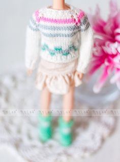 White sweater for Blythe with an ornament Blythe от RVSandM White Sweaters, Blythe Dolls, Leg Warmers, Doll Clothes, Winter Hats, Ornament, Sweet, Pretty, How To Wear