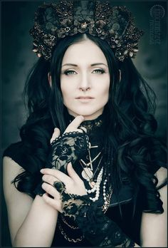 Fille de Porcelaine III by RemusSirion on DeviantArt Dark Fashion, Grunge Fashion, Gothic Fashion, Women's Fashion, Dark Beauty, Gothic Beauty, Gothic Crown, Gothic Photography, Fashion Photography