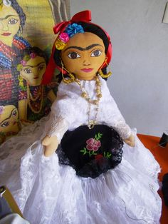 Ésta es una muñeca. Ésta es hecho ser en Oaxaca. Ésta es ser de paño y cordel. Ésta es muy pequeño y suave.