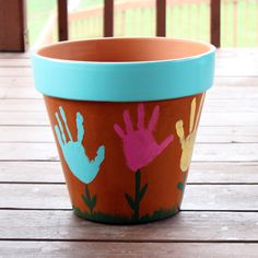 #DIY Mothers Day Craft - Handprint Flower Pot. Great place to plant some herbs for mom to keep in the kitchen and think of the little one whenever she sees it!