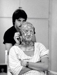 El aspecto de Krugger es del ladrón q robó en casa del director cuando este era niño, mismas ropas y rostro quemado