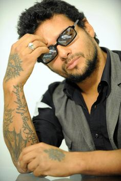 Rico rico rico Puerto Rico, Draco Rosa, Ricky Martin, Famous Men, Celebs, Celebrities, My Guy, Man Crush, Bearded Men