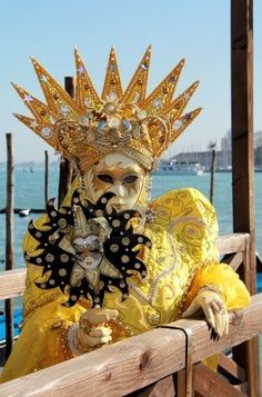 Yellow crowned mask - Venice Carnival