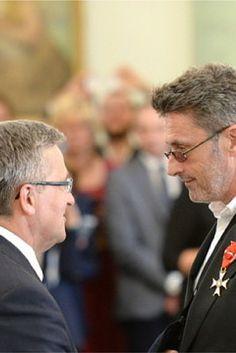 Pawlikowski, Szumowska i Kulczyk wśród odznaczonych przez prezydenta Komorowskiego. http://www.tvn24.pl/kultura-styl,8/pawlikowski-kaczmarek-i-kulczyk-z-orderami-od-prezydenta,556353.html