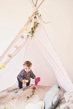 #photographie #photography #famille #soeur #decor #deco #vintage #domicile #manon #debeurme #photographe #photographer Manon, Decoration, Toddler Bed, Furniture, Vintage, Home Decor, Photography, Decor, Child Bed