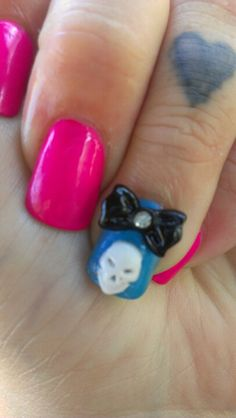 Ashley Derrick's skull bow nail art