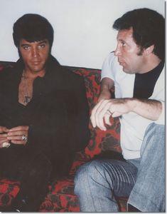 Elvis Presley and Tom Jones at the Flamingo Hotel June 10 1969 Tom Jones Singer, Sir Tom Jones, Elvis Presley Memories, Elvis Presley Photos, Rock And Roll, Rock N Roll Music, Flamingo Hotel, Elvis And Priscilla, Priscilla Presley