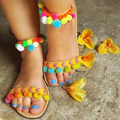 Bohemian Sandals with Rainbow Pom Pom Mimosa por SandalsofLove