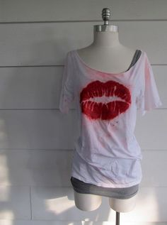 4b6ba944af2517 Dyed Lips Shirt DIY - She includes the stencil for the lippies too!