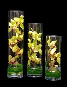 Tips On Sending The Perfect Arrangement Of Flowers – Ideas For Great Gardens Arrangements Ikebana, Modern Flower Arrangements, Deco Floral, Arte Floral, Floral Centerpieces, Vases Decor, Hotel Flowers, Orquideas Cymbidium, Corporate Flowers
