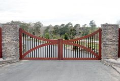 Whitford : Wooden Gates Fences driveway gates Wooden gate manufacturers Auckland New Zealand Waiuku