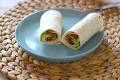 Lunch wrap with cheese spread, chicken fillet, spring onion, tomato and lettuce Delicious and Simple - Lunch Snacks Feel Good Food, I Love Food, Food To Go, Food And Drink, Low Carp, Romantic Dinner Recipes, Sandwiches For Lunch, Lunch To Go, Healthy Diet Recipes