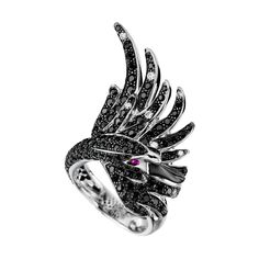 Cypris, the swan ring Black sapphires, a Maison Boucheron Jewelry creation. A Boucheron creation tells a Story, that of the Maison and your own.