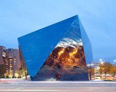 L'acciaio inossidabile protagonista.  Il Museum of Contemporary Art