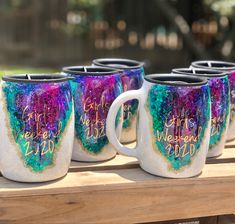 Vinyl Tumblers, Glitter Tumblers, Glitter Cups, Custom Tumblers, Coffee Cup Crafts, Mug Crafts, Coffee Mugs, Diy Resin Art, Diy Resin Crafts