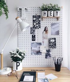 8 Rewarding Tips Warm Minimalist Home Office Spaces minimalist decor simple spac. 8 Rewarding Tips Warm Minimalist Home Office Spaces minimalist decor simple spaces Minimalist Bedro Home Office Design, Home Office Decor, Office Designs, Office Art, Dorm Desk Decor, Small Office Decor, Office Shelf, Retro Office, Vintage Office