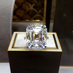 carat D Flawless diamond ring. can you say BLING Ringa Linga, The Bling Ring, Bling Bling, Dream Ring, Schmuck Design, Diamond Are A Girls Best Friend, Wedding Ring Bands, Beautiful Rings, Diamond Jewelry