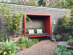 Urban Garden Design A creative solution to retain backyard privacy - GardenDrum Backyard Seating, Backyard Privacy, Garden Seating, Backyard Patio, Backyard Landscaping, Desert Backyard, Modern Backyard, Outdoor Seating, Back Gardens