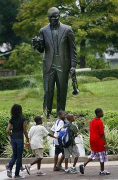 Must see.Louis Armstrong Park in Faubourg Treme, French Quarter, New Orleans, was created to honor the city's most famous favorite son. New Orleans Homes, New Orleans Louisiana, Louis Armstrong Park, Voyage Usa, Statues, Favorite Son, New Orleans French Quarter, Crescent City, Black History